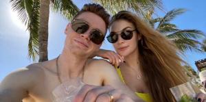 Віктор Циганков показав як відпочиває з дівчиною в Мексиці