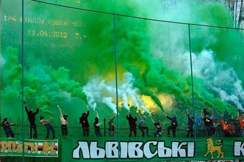 3973_im8x383-ultras-karpaty-lviv_deviantart.jpg (37.62 Kb)